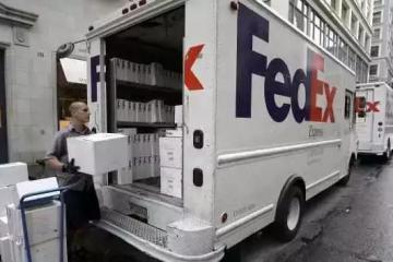 他山之石:亚马逊 VS FedEx——电商万博体育官网登录网页版如何打败传统快递?